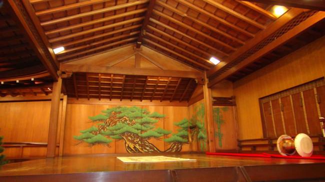 noh-stage-pine-tree-14