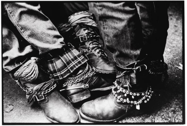 edward-colver-copyright-1980-boots-at-oki-dog-after-punk-show-in-at-the-starwood
