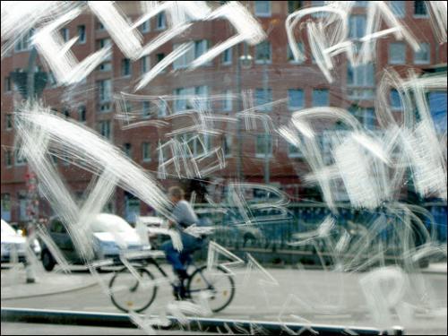 dominique-auerbacher-photo-series-scratches-berlin-2009-3