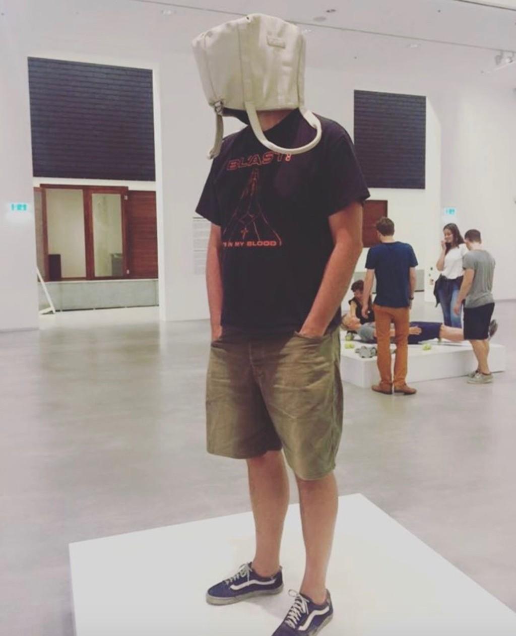 erwin-wurm-one-minute-hardcore-sculptures-1