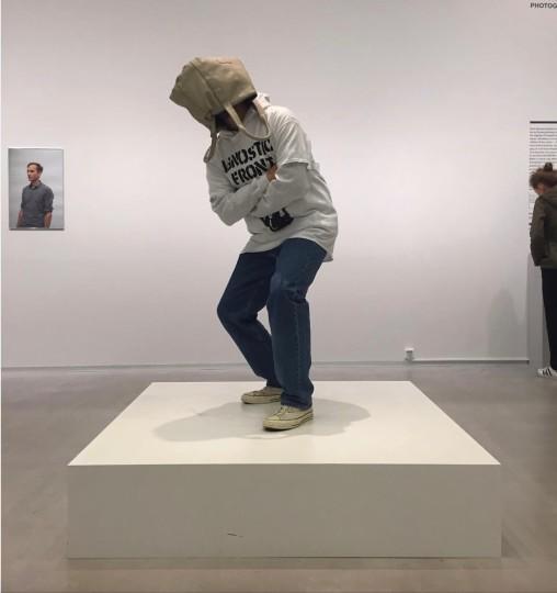 erwin-wurm-one-minute-hardcore-sculptures-3